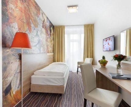 布拉格住宿推薦: 鄰近布拉格地鐵、Student Agency巴士Na Knizeci站的AKCENT Hotel
